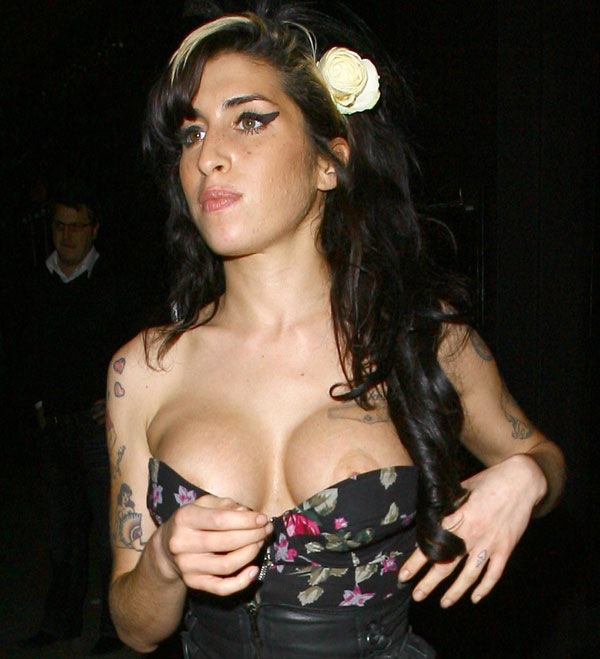 Commit Amy winehouse boobs and pussy