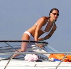 Post image for Kate Middleton Photographed Nude by the Paparazzi (Uncensored Photos)
