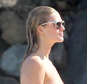 Post image for Victoria's Secret Model Toni Garrn Goes Topless on the Beach (PICS)