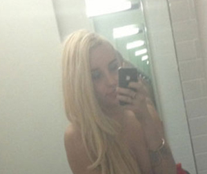 Post image for Amanda Bynes Re-Tweets Pics, This Time Topless (PICS)
