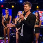 Robin Thicke Sings Blurred Lines on Howard Stern Show (VIDEO)
