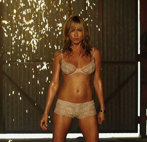 Post image for Jennifer Aniston Uncensored Strip Scenes from 'We're The Millers' (Video)