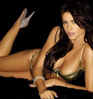 Post image for Smoking Hot Sofia Vergara Topless in a Thong Bikini (Video)
