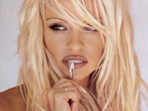 Pamela-Anderson-Post
