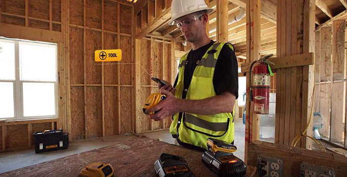 Dewalt-bluetooth-680