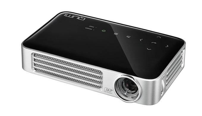 Gadget review the qumi q6 led pocket projector tmr zoo for Pocket projector reviews 2016